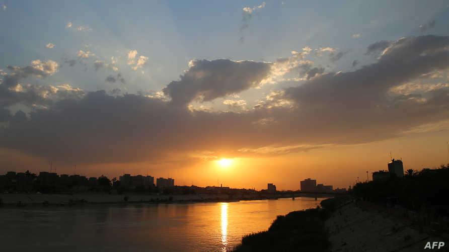 صورة لنهر دجلة مع غروب الشمس