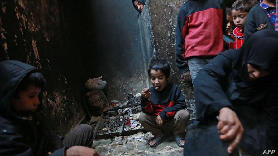 عائلة سورية في منطقة الغوطة الشرقية قرب العاصمة دمشق