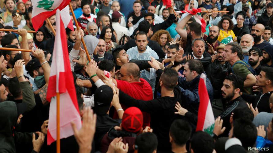 أنصار حزب الله اعتدوا على المتظاهرين وسط بيروت.