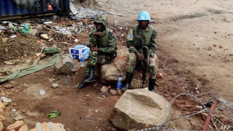 جنود من قوات حفظ السلام يجلسون في قاعدة تابعة للأمم المتحدة في بيني بمجمهورية الكونغو الديمقراطية -  25 نوفمبر 2019