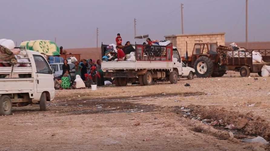 نازحون من بلدة عين العرب شمالي سوريا