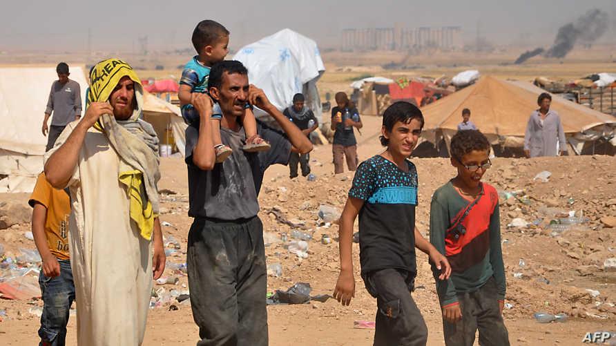 نازحون سوريون فروا من دير الزور في مخيم قرب الحسكة