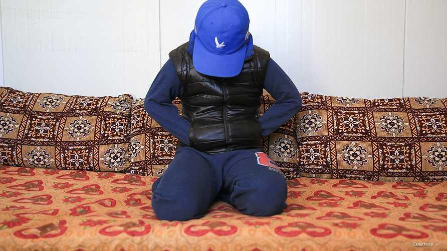 آدم : الطفل الأيزيدي الذي خطفه داعش وحوله إلى مقاتل- صور عن موقع ديلي مايل