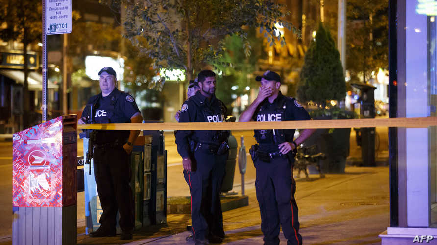 """عناصر من الشرطة تطوق في حي """"غريكتاون"""" في تورنتو"""