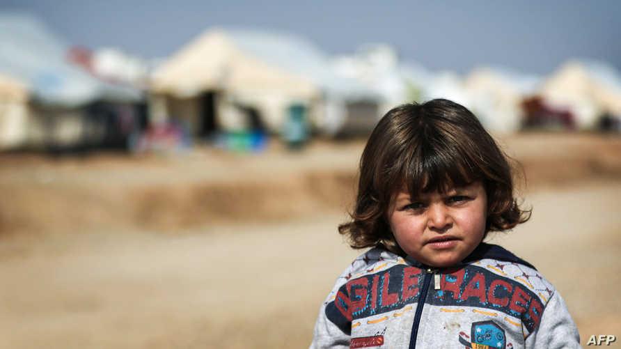 طفلة من الموصل في مخيم للنازحين أقيم خارج المدينة