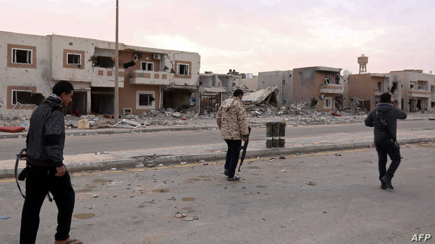 عناصر من القوات التابعة للوفاق الوطني بعد السيطرة على مدينة سرت