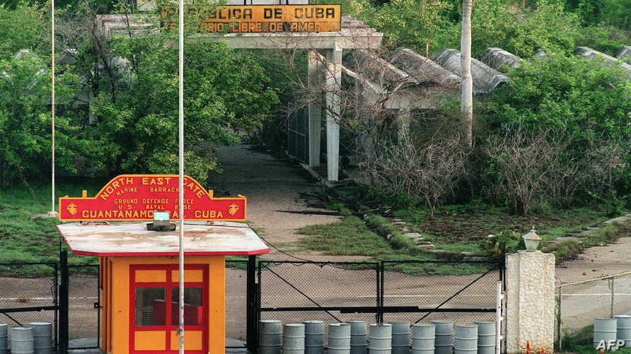 مدخل القاعدة البحرية الأميركية في غوانتانامو