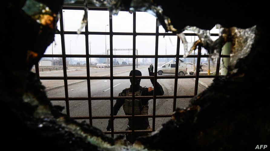 جندي عراقي في المناطق المحررة في الموصل