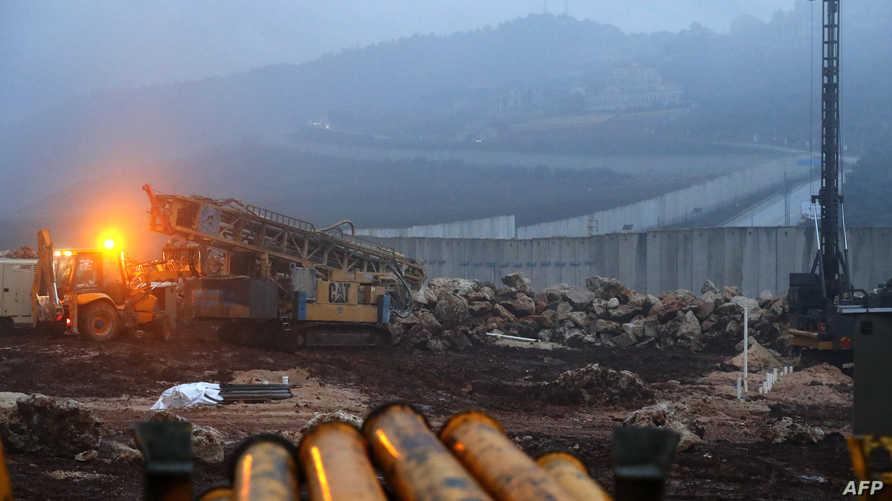 آليات حفر تابعة للقوات الإسرائيلية عند الحدود مع لبنان