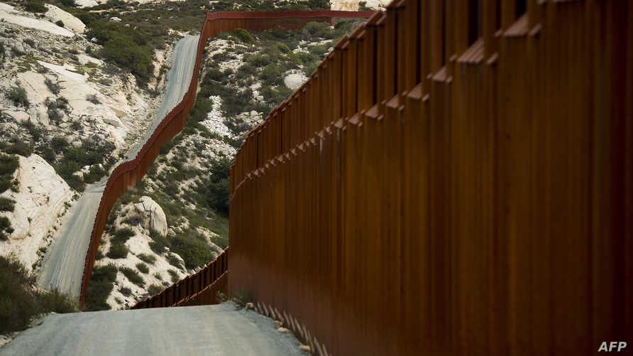 السياج على الحدود الأميركية المكسيكية