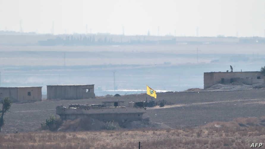 الحدود التركية السورية حيث يظهر علم قوات سوريا الديمقراطية في المناطق التي تسيطر عليها
