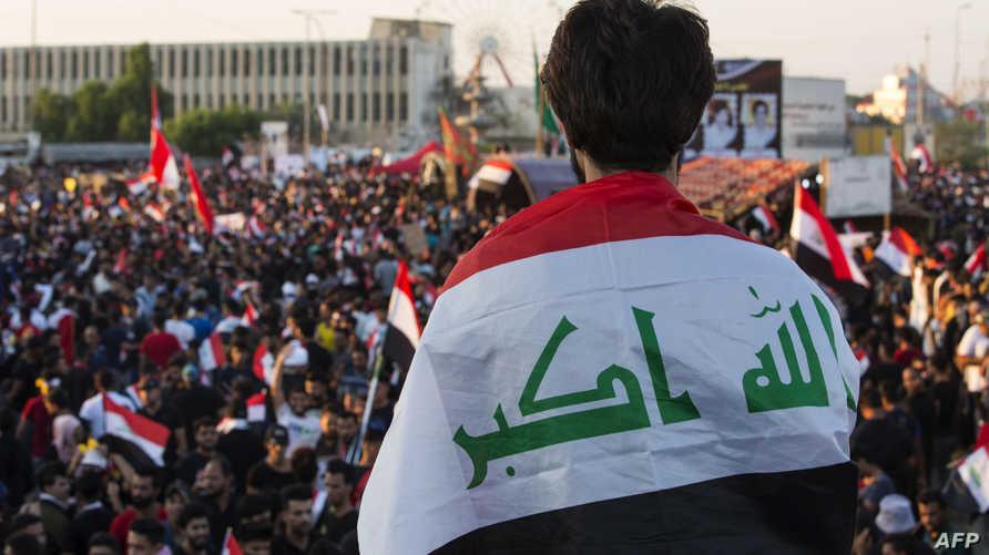 يتظاهر العراقيون في البصرة وبغداد ومدن أخرى للطالبة بإسقاط الحكومة ووقف النفوذ الإيراني في البلاد