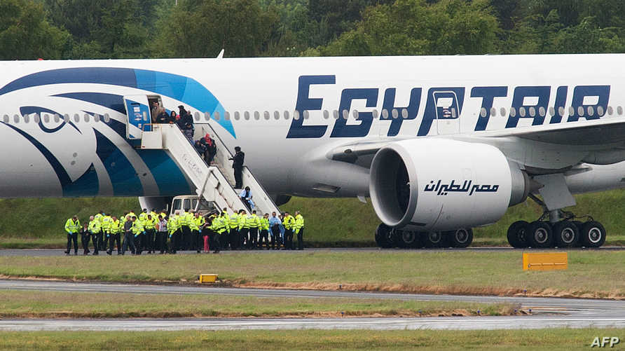 طائرة مصرية في مطار القاهرة