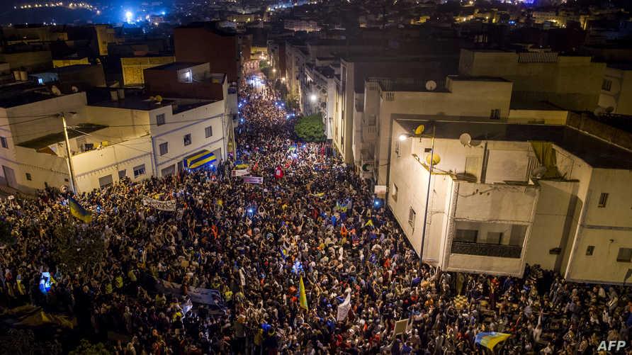 جانب من مظاهرات ليل الأربعاء في الحسيمة