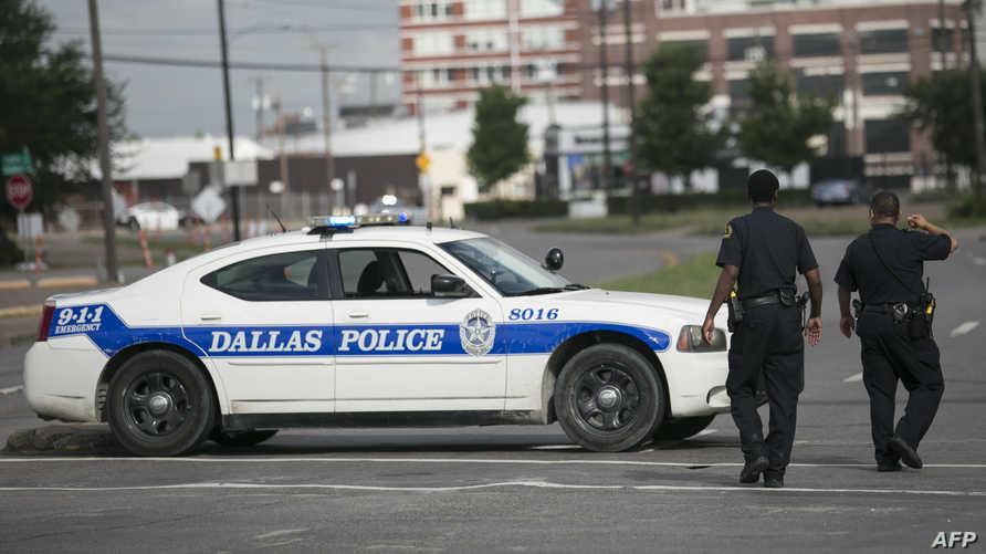 عناصر من الشرطة في دالاس
