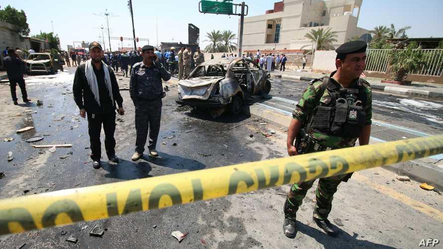 قوات الأمن العراقية في موقع التفجير في البصرة