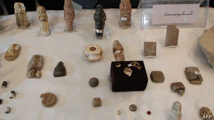 قطع أثرية عراقية مستعادة معروضة في المتحف الوطني العراقي (أرشيف)