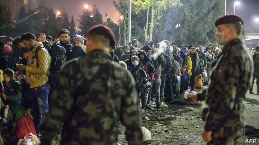جنود نمساويون يطوقون الحدود مع سلوفينيا بعد وصول المئات من اللاجئين