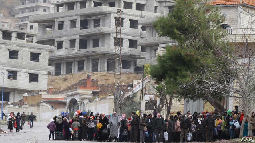 سكان في مضايا ينتظرون وصول المساعدات
