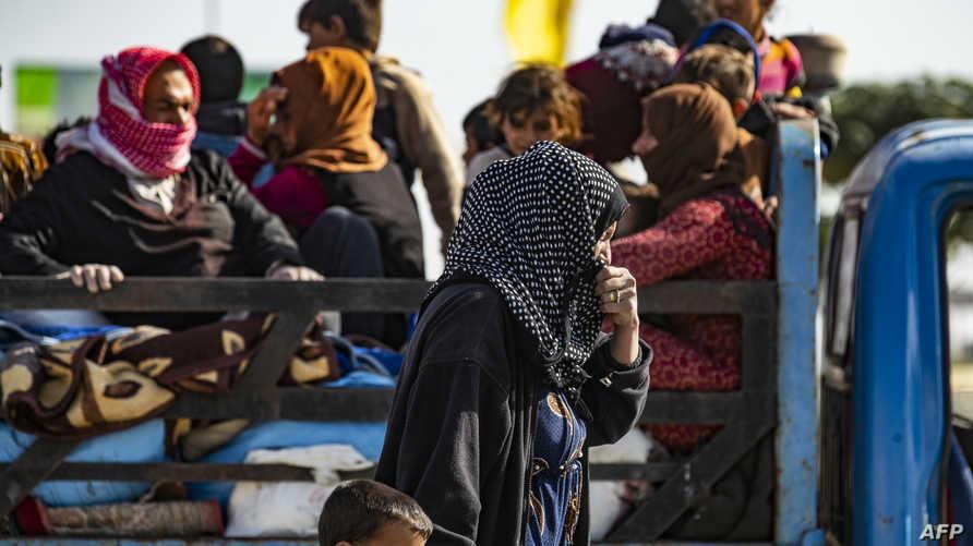 نازحون هاربون من الحرب التي تجري شمال سوريا
