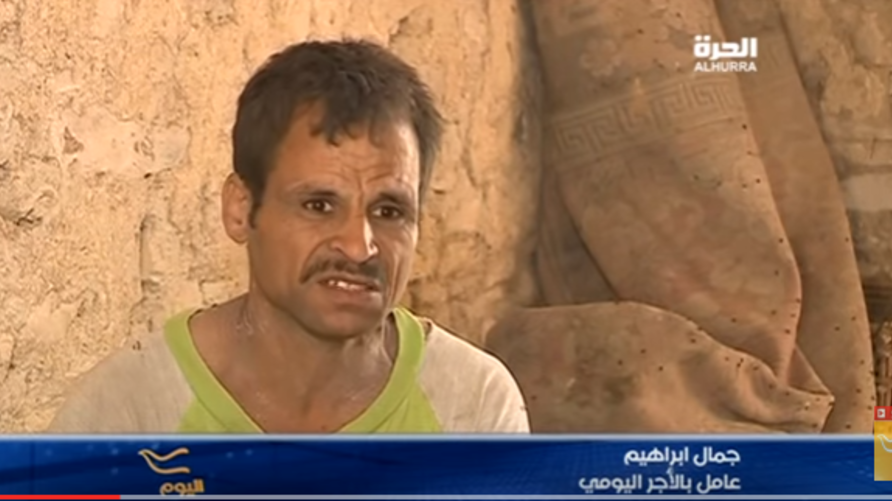 """أحد السكان يروي معاناته لـ""""الحرة""""."""