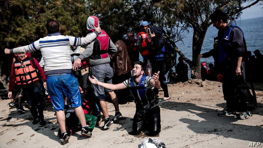 وصول لاجئين إلى اليونان