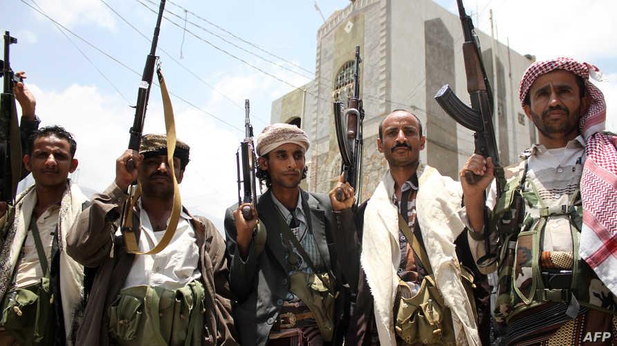 عناصر مسلحة من اللجان الشعبية الموالية للرئيس اليمني عبد ربه منصور هادي