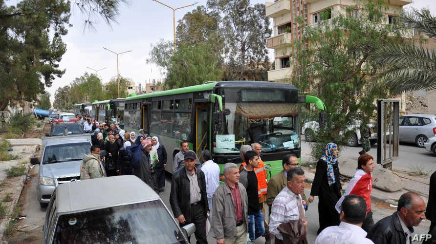 صورة نشرتها وكالة سانا لما وصفته بعودة سوريين إلى مساكنهم في مدينة تدمر