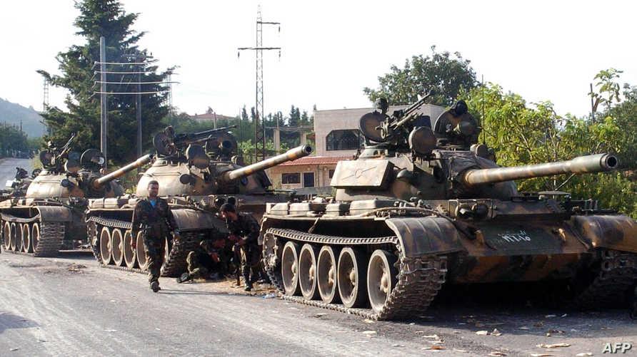 دبابات تابعة للقوات النظامية خلال معارك اللاذقية