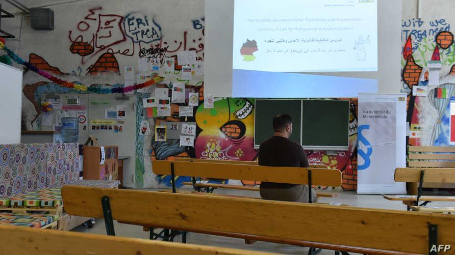 لاجئ سوري في البرنامج الدراسي المخصص للاجئين في ميونيخ