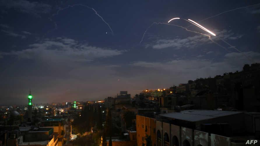 صورة تظهر بطاريات الدفاع الجوي السورية خلال الرد على صواريخ إسرائيلية في 21 كانون الثاني/يناير