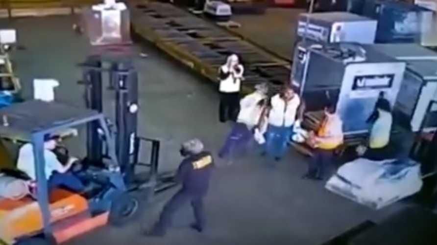 صورة من مقطع فيديو لعملية السرقة