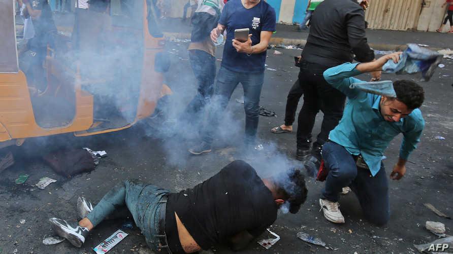 سقط العديد من المتظاهرين بقنابل الغاز في العراق