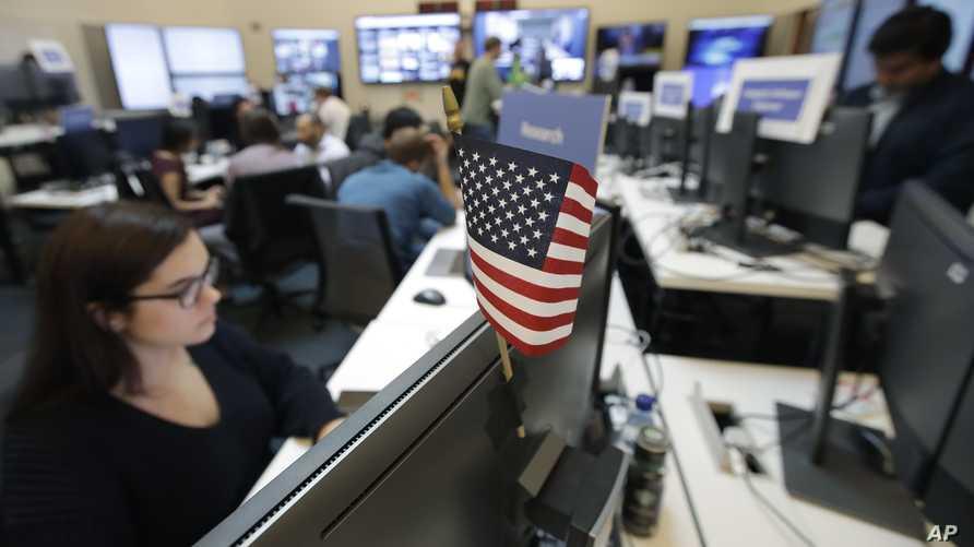 موظفو فيسبوك يتابعون المحتوى المرتبط بالانتخابات