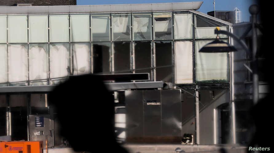 التدمير الحاصل على واجهة مبنى هيئة الضرائب الدنماركية بعد انفجار في 7 أغسطس 2019