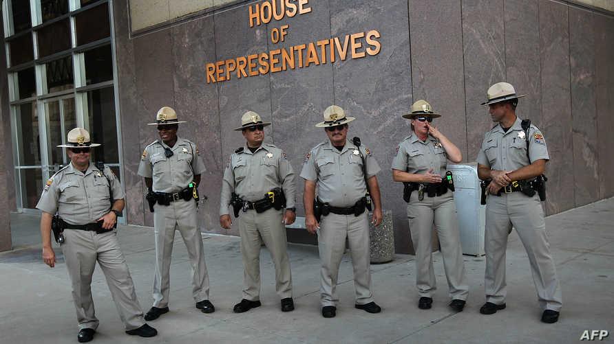 عناصر أمنية في أريزونا