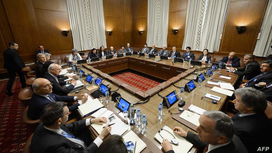 دي ميستورا يلتقي وفد المعارضة السورية في مفاوضات جنيف