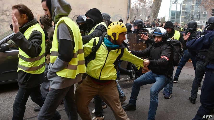 مواجهات بين متظاهري السترات الصفراء والشرطة الفرنسية في مدينة تولوز