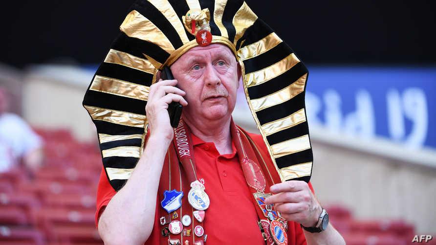 مشجع إنكليزي يرتدي الزي الفرعوني تشجيعا للاعب المصري محمد صلاح