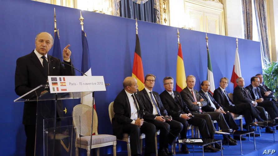 وزير الخارجية الفرنسي لوران فابيوس يتحدث بعد اجتماع لوزراء الخارجية والدفاع في دول الاتحاد الأوروبي، أرشيف