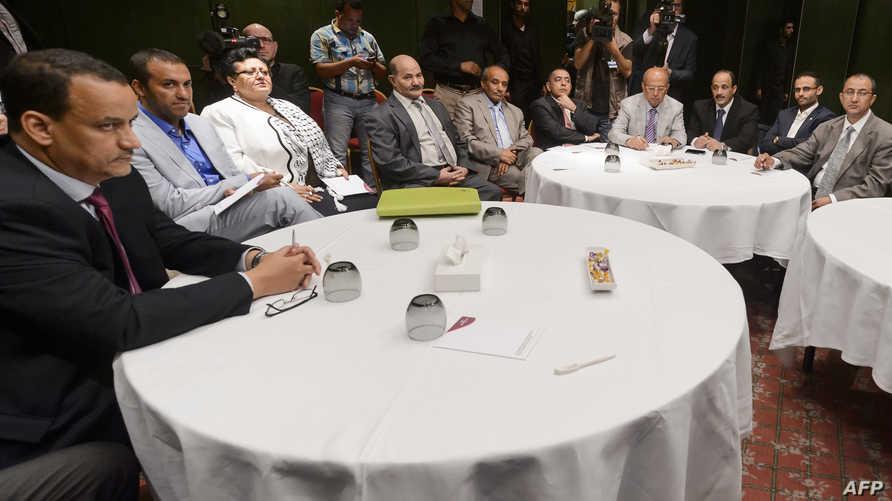 المبعوث الدولي إلى اليمن إسماعيل ولد الشيخ أحمد في أحد اجتماعات جنيف مع الحوثيين يوم 16 حزيران/يونيو 2015