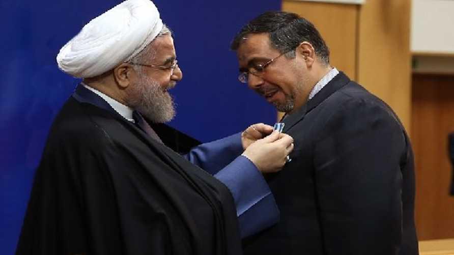 السفير الإيراني بتيرانا غلام حسين محمدنيا مع حسن روحاني الرئيس الإيراني
