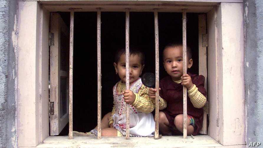 أطفال من أقلية الأويغور الصينية في إقليم تشياشينغ