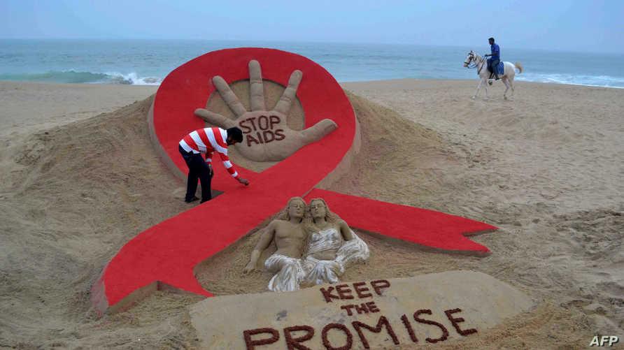 مجسم رملي في الهند للتضامن مع مرضى الإيدز