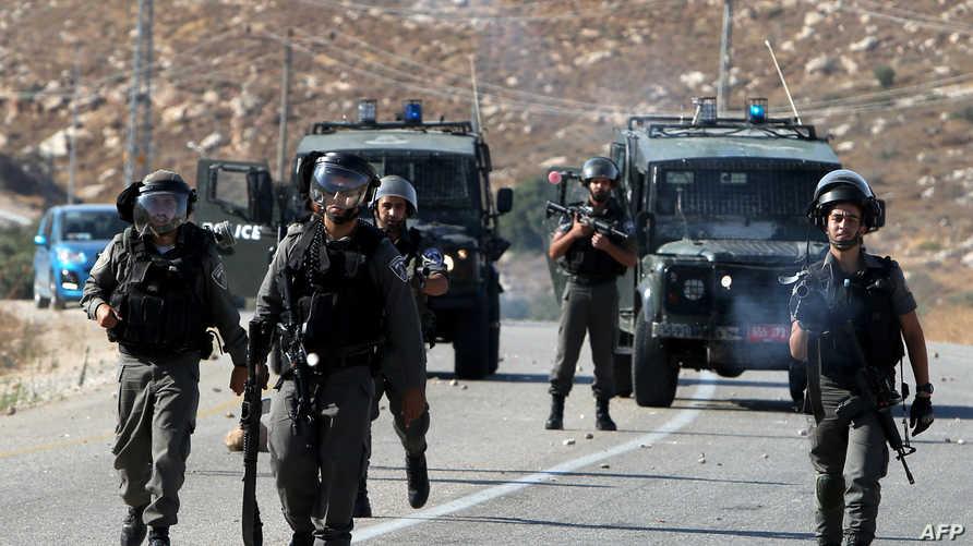 قوات إسرائيلية تطلق الغاز المسيل للدموع باتجاه فلسطينيين عقب جنازة سعد دوابشة في الضفة الغربية
