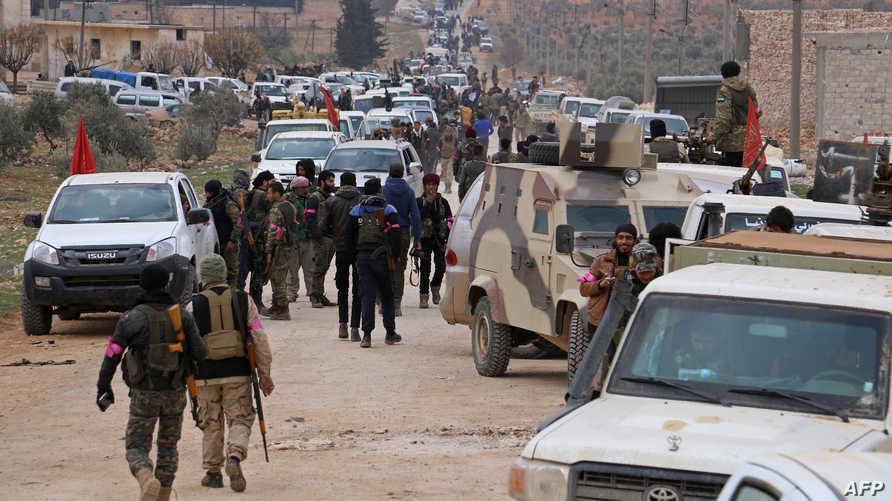 مقاتلون سوريون مدعومون من تركيا شمال مدينة الباب