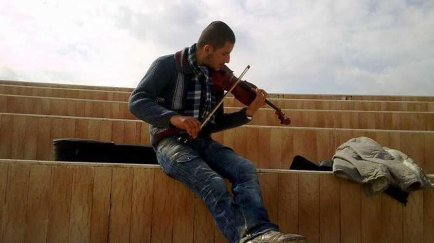أمين مقداد في صورة مأخوذة من حسابه على فيسبوك