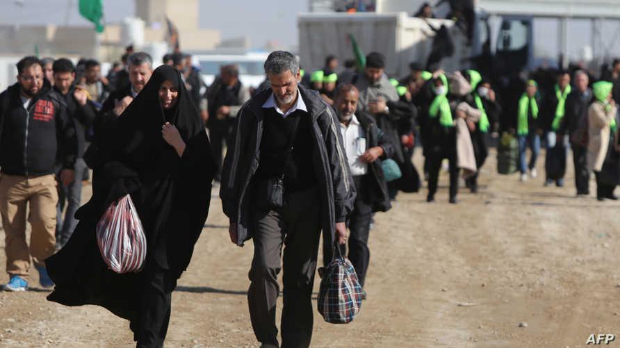 زوار إيرانيون  داخل الأراضي العراقية بعد عبورهم منفذ زرباطية الحدودي في محافظة واسط- أرشيف