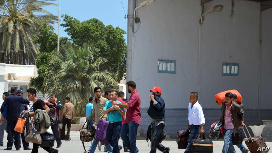 أجانب يغادرون ليبيا عبر بوابة رأس جدير الحدودية