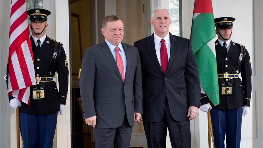 مايك بنس نائب الرئيس يستقبل العاهل الأردني